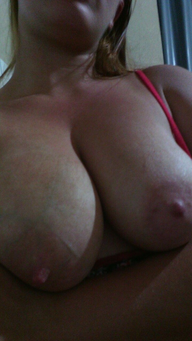 Gordinha linda dos peitos gostosos caiu na net