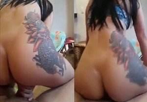 funkeira-tatuada-dancando-funk-e-sentando