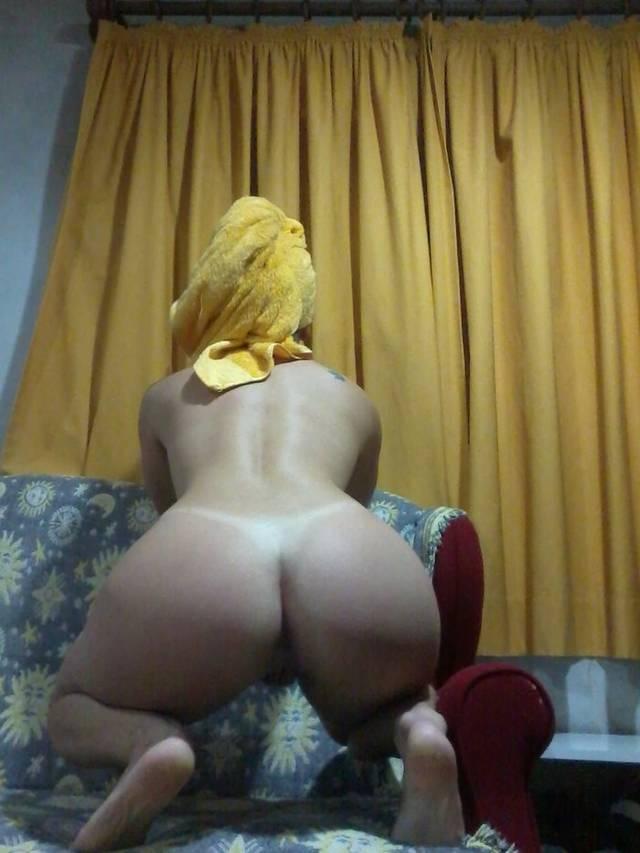 Rabuda tirou fotos pelada depois do banho para o ex-namorado 8