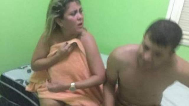 Vereadora de Ipueiras é pega no flagra com marido de amiga na cama e apanha Video 1