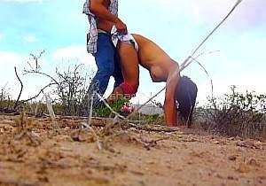 Casal amador transando no deserto do México