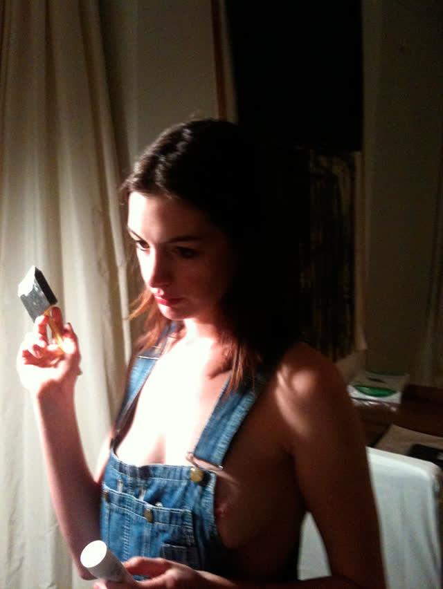 Anne Hathaway pelada, atriz famosa tem fotos intimas vazadas na internet 1