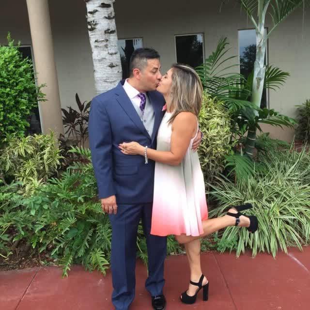 Professora é demitida depois que caiu na net com o marido e amante 1