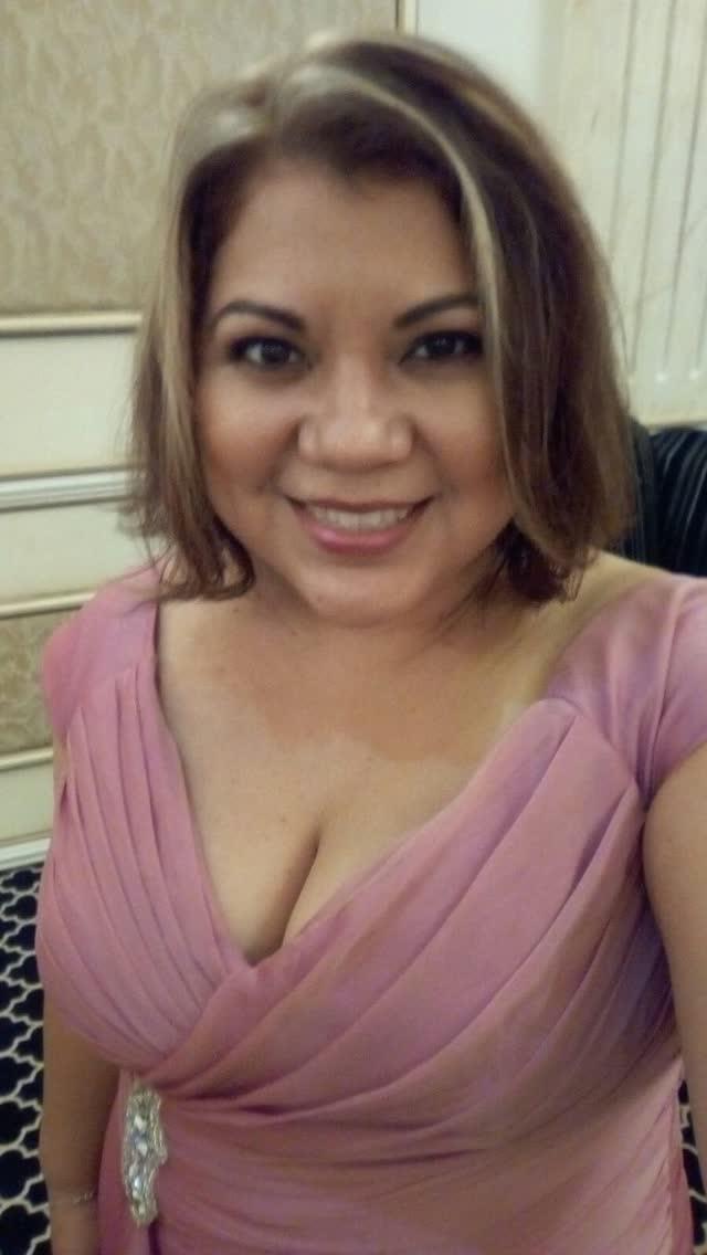 Professora é demitida depois que caiu na net com o marido e amante 21