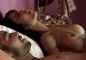 Brendha Haddad pelada transando em cena de sexo