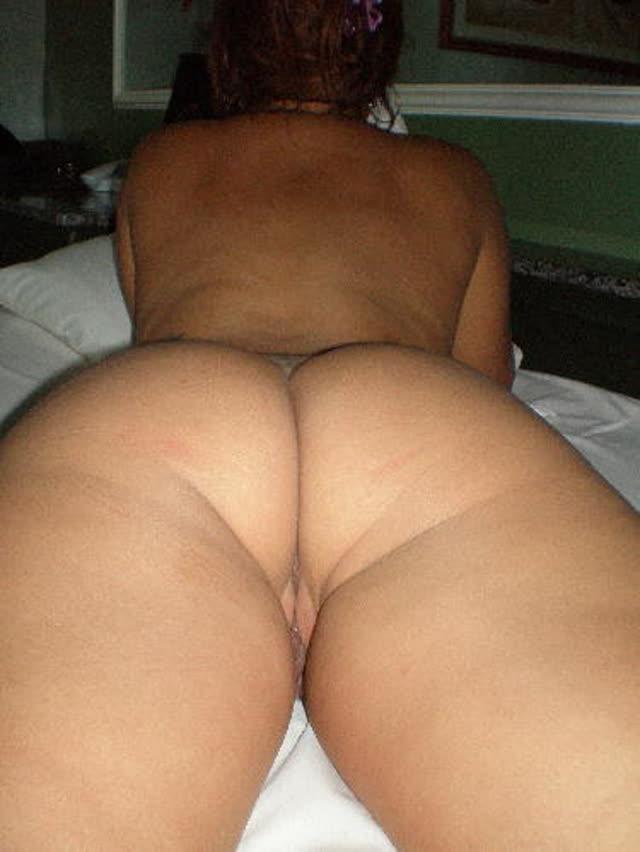 Suruba no motel com esposa e amiga 11