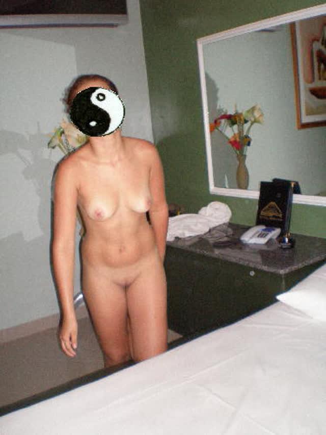 Suruba no motel com esposa e amiga 13