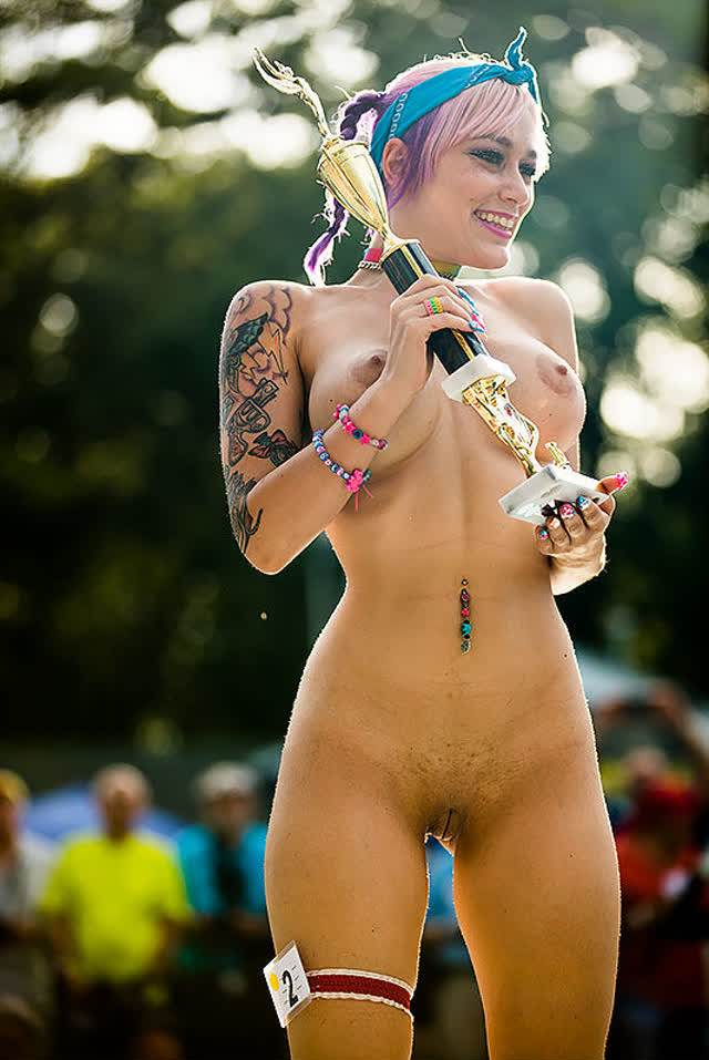 Daizha Morgann, a mulher do polvo tatuada na bunda 11