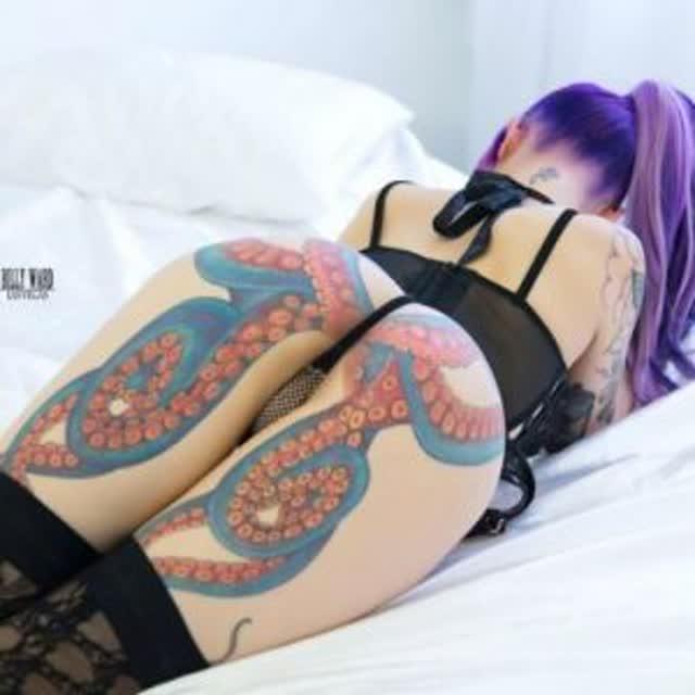 Daizha Morgann, a mulher do polvo tatuada na bunda 2