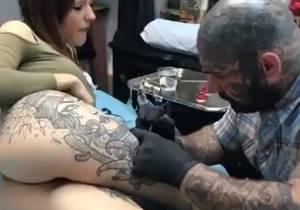 bela_tatuagem_na_bunda_novinha