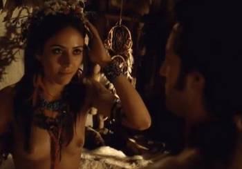atriz-aline-nolasco-pelada-mostrando-peitinho-no-filme-chateaubriand-645415