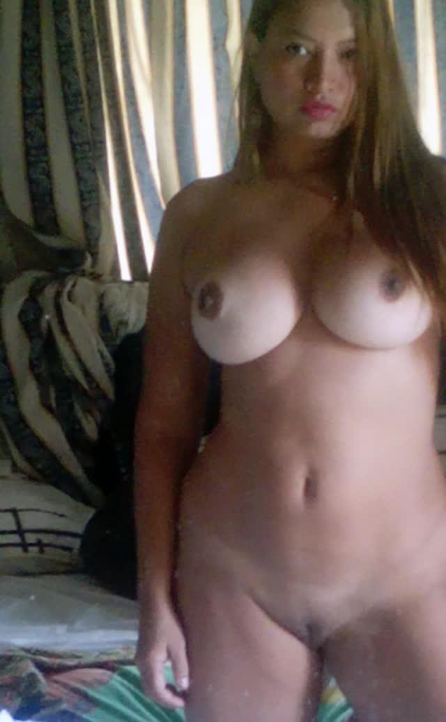 Loirona bucetuda enviou nudes pelada 4