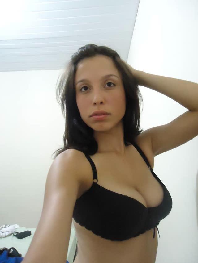 Magrinha sexy linda e gostosa mandando nudes 20