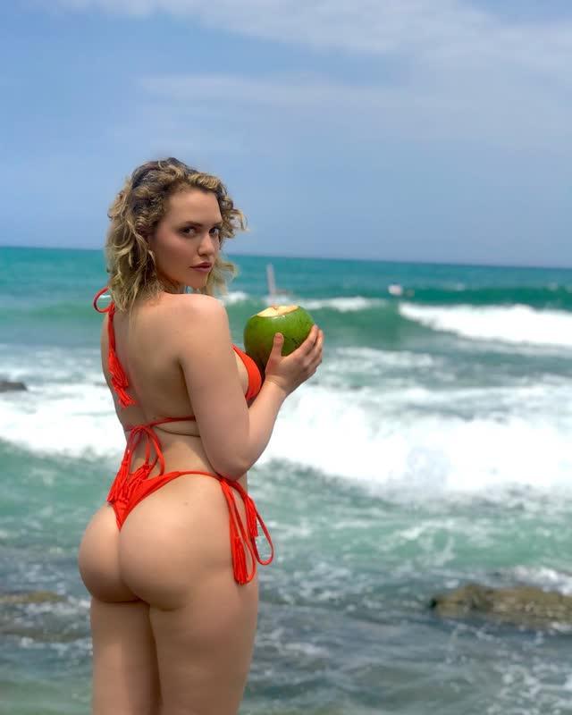 Mia Malkova de ferias no Brasil 1