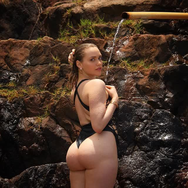Mia Malkova de ferias no Brasil 13