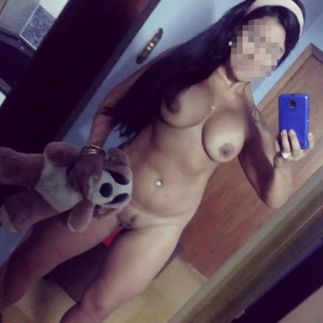 Personal da academia pelada tirando selfie no espelho 11