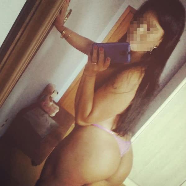 Personal da academia pelada tirando selfie no espelho 8