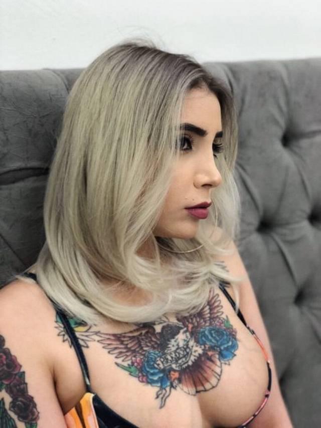 poli-loira-tatuada-3