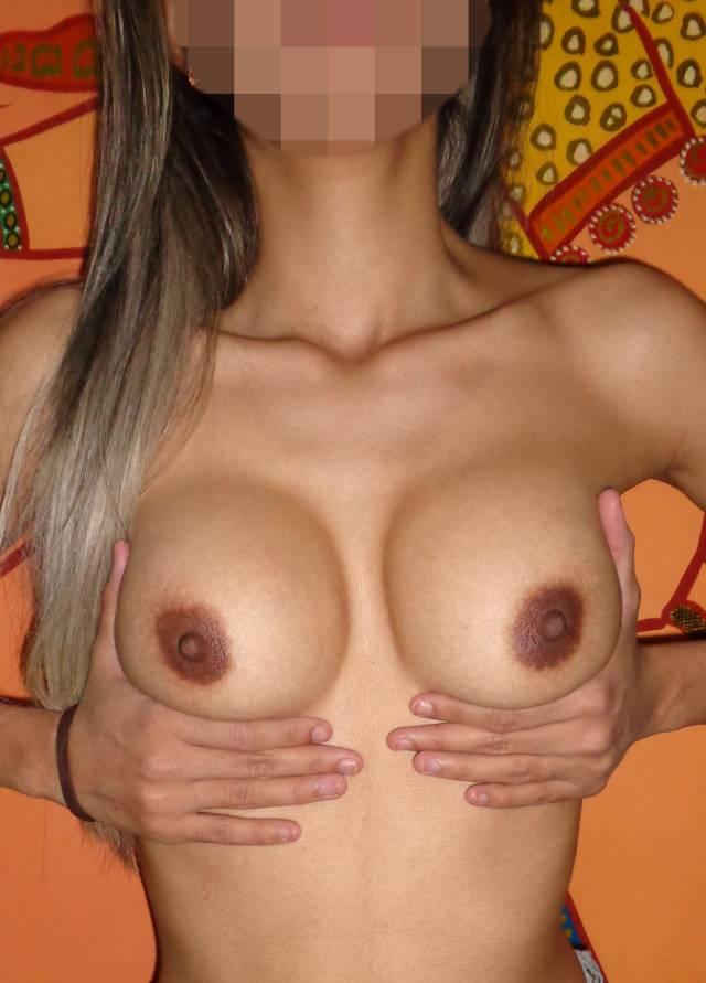 esposa-magrinha-peituda-sem-blusa-da-xoxota-peludinha-1
