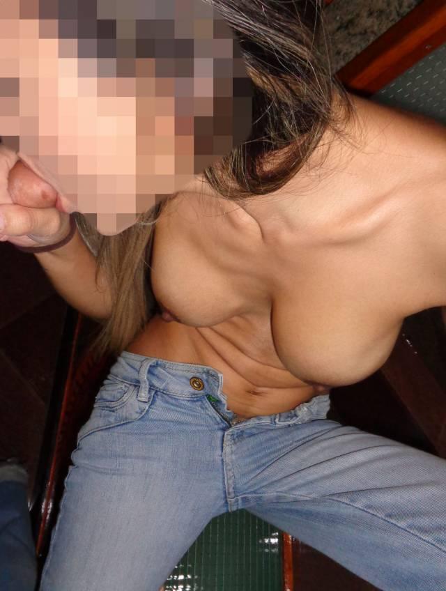 esposa-magrinha-peituda-sem-blusa-da-xoxota-peludinha-12