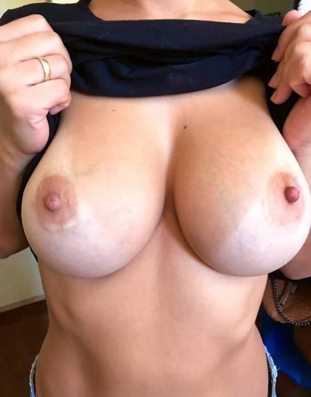 novinha-gostosa-deliciosa-em-nudes-transando-com-marido-7